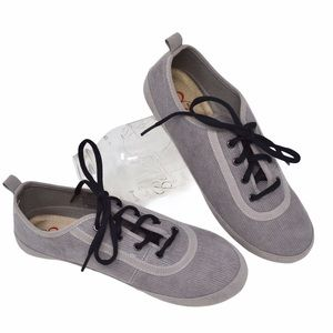 NWOT Mia Amore Abbie Lace Up Corduroy Sneaker
